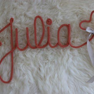 prenom julia en tricotin rose agremente d un coeur